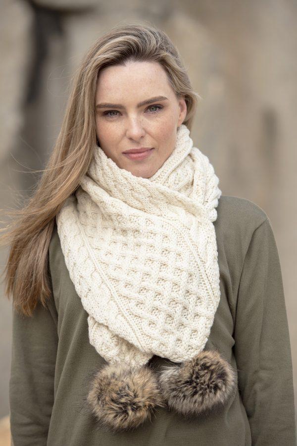 Pom Pom scarf natural scaled