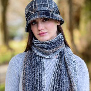 Mucros Weavers Ladies Flapper Hat Black gold check